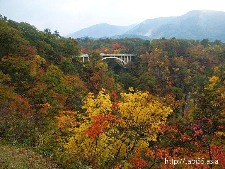 紅葉の鳴子峡|宮城県の観光スポット