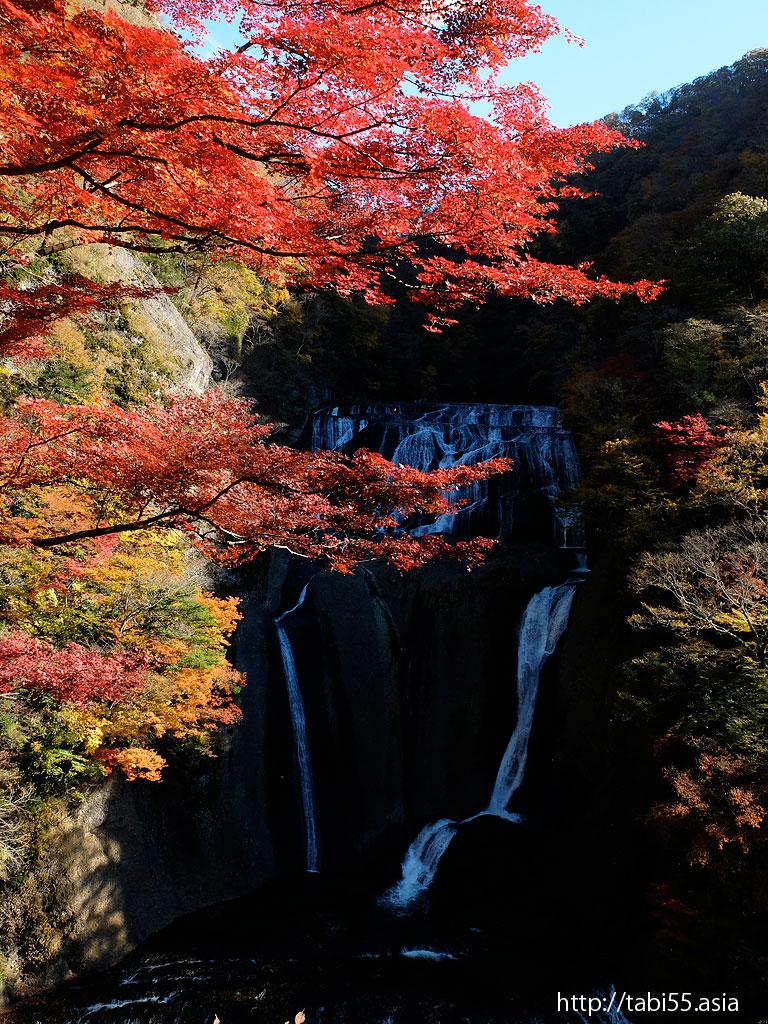 袋田の滝の紅葉(茨城県大子町)