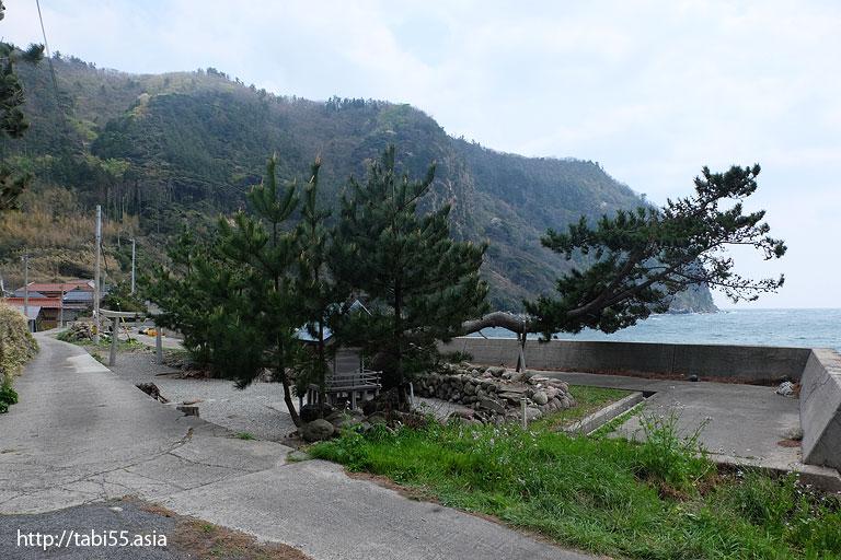 海岸線の神社(隠岐の島町/島後)