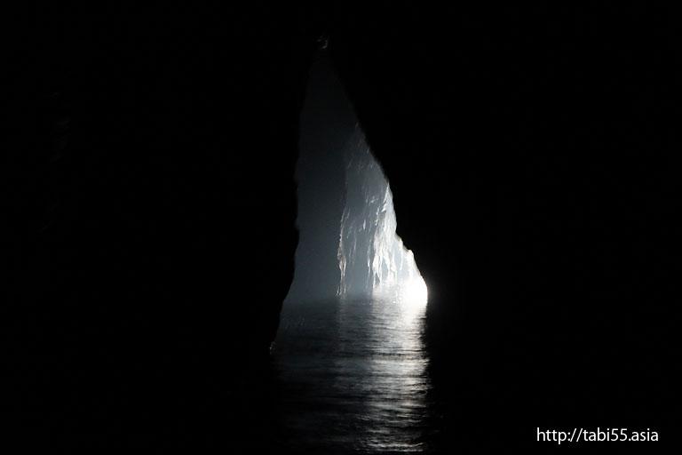 明暗の岩屋|国賀めぐり定期観光船(島根県)