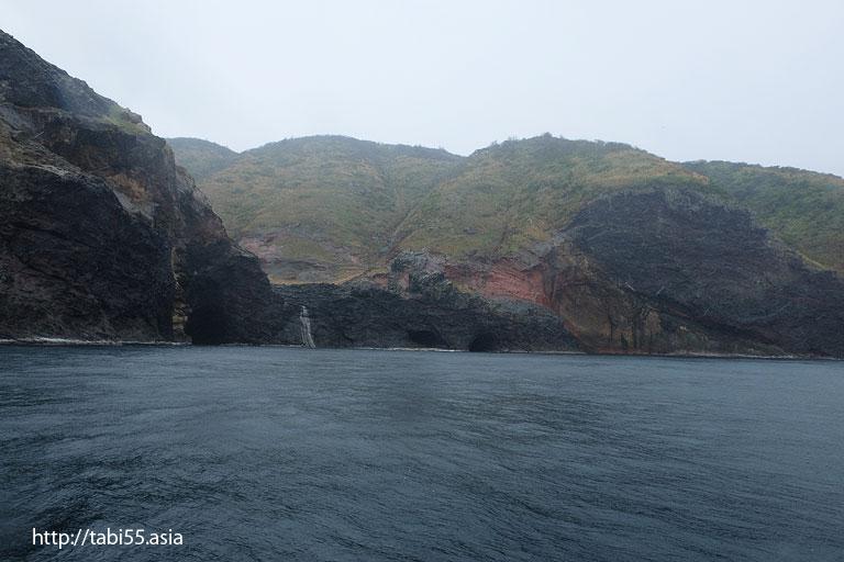 国賀の赤壁|国賀めぐり定期観光船(島根県)