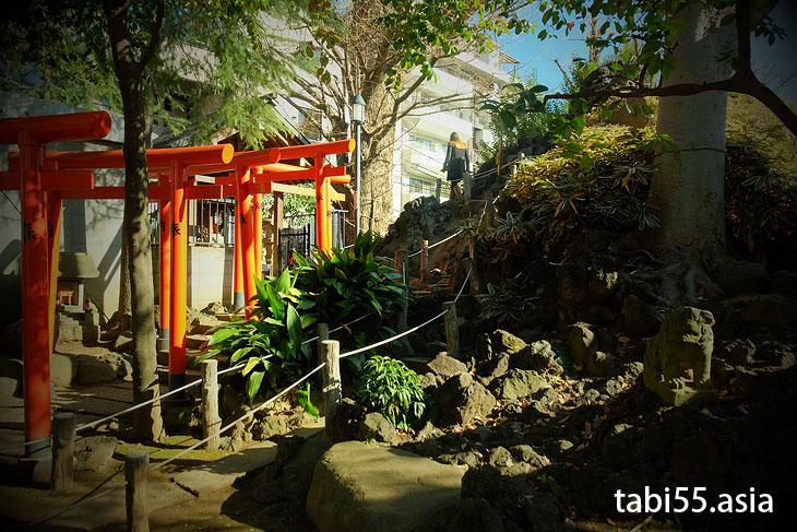 鳩森八幡神社で千駄ヶ谷富士に登山!(東京都渋谷区)