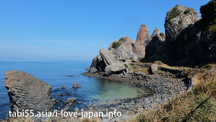 Natural Monument! Tatekami rock of Minato. Recommended for those who like strenge rocks